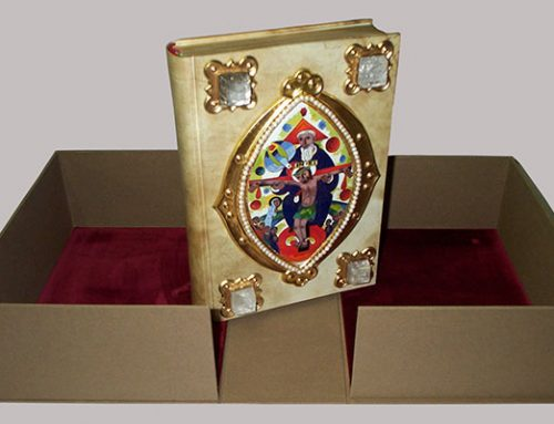 Messbuch mit antikem Pergamenteinband
