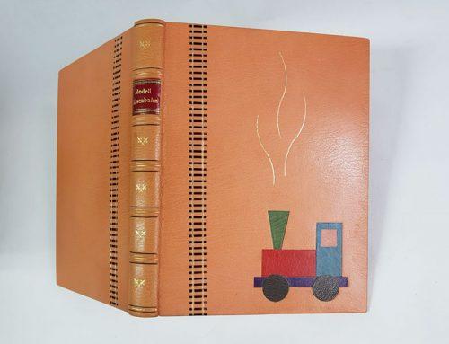 Bibliophiler Einband-Modelleisenbahn
